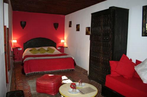 riad meknes chambres d 39 h tes maroc riad el ma la chambre rouge. Black Bedroom Furniture Sets. Home Design Ideas